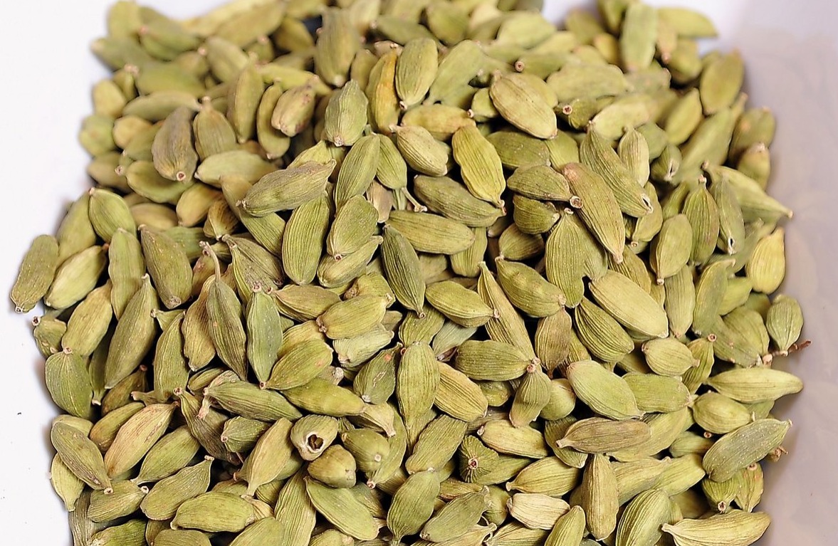 Green Cardamom health benefits lower cholestoral heart health digestive health