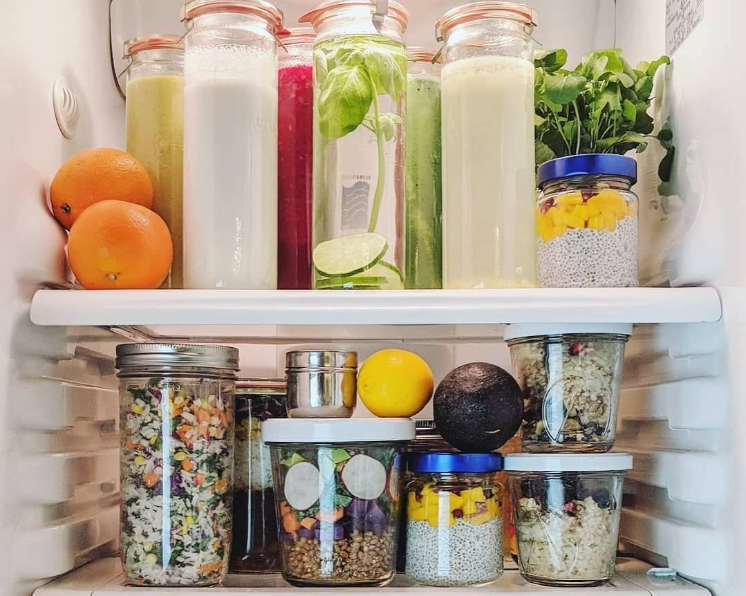 Well organized fridge - glass containers meal prep do's and dont's
