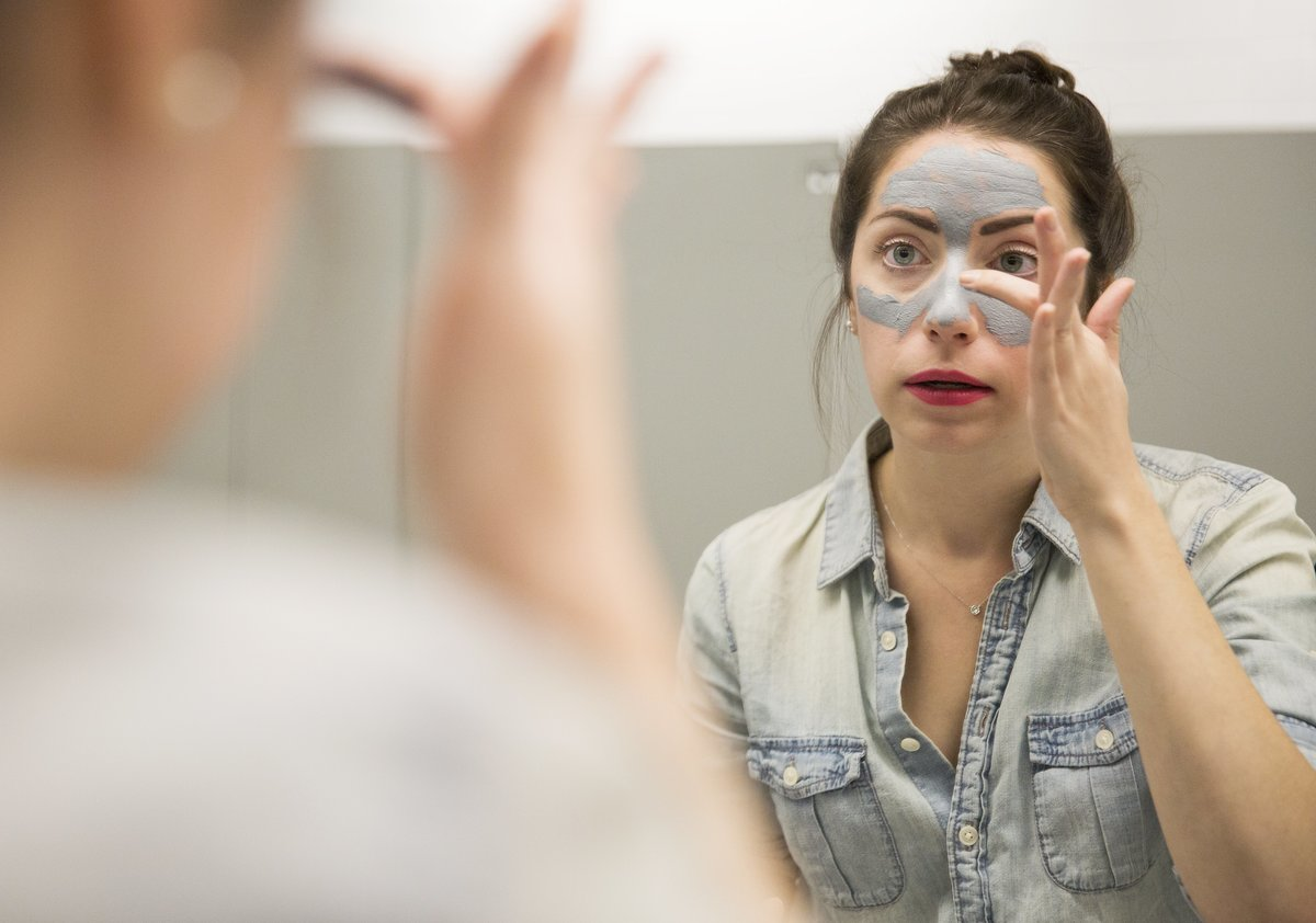 Reporter Lauren Pelley applies Clinique's City Block Purifying Charcoal Clay Mask and Scrub.