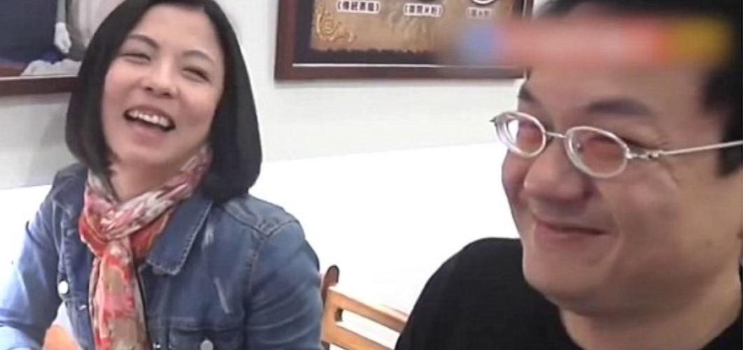 Lian and Lin laugh during their Pear Video interview