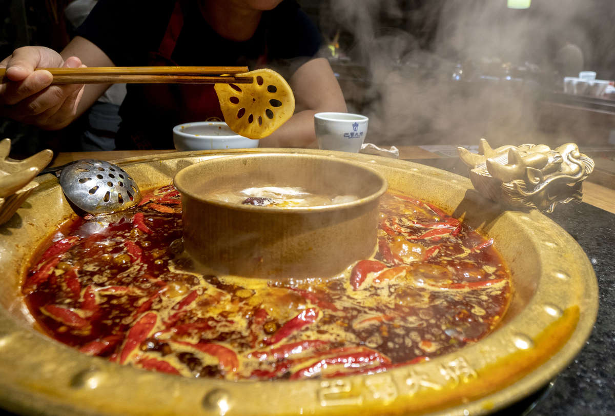 People are tasting traditional Chengdu hot pot.