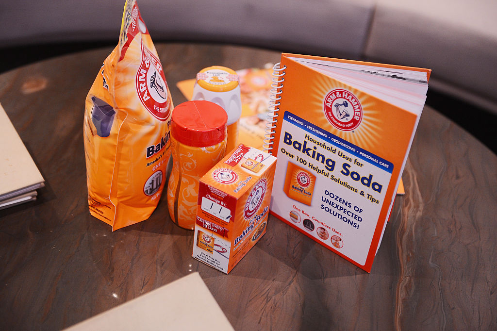 GettyImages-464952952 A general view of atmosphere at a special beauty tips and tricks sharing event hosted by Lo Bosworth and ARM & HAMMER Baking Soda at Paintbox Salon