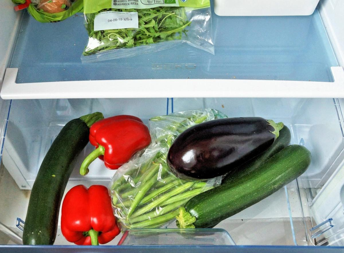 Vegetable compartment inside a refrigerator