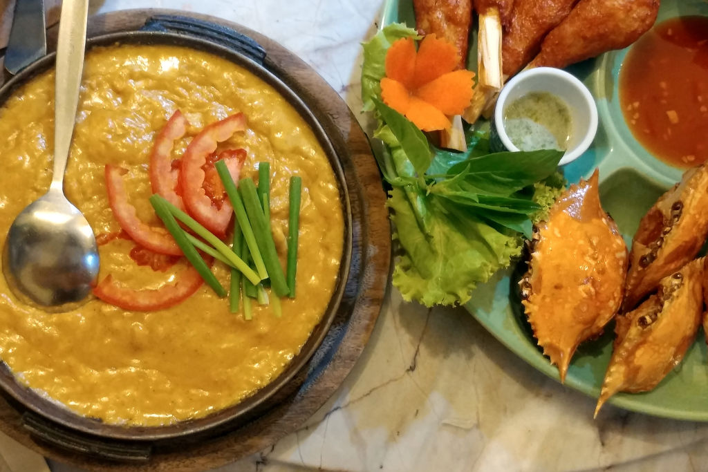 Crab curry, lemongrass chicken and seafood cakes in crab shells are served