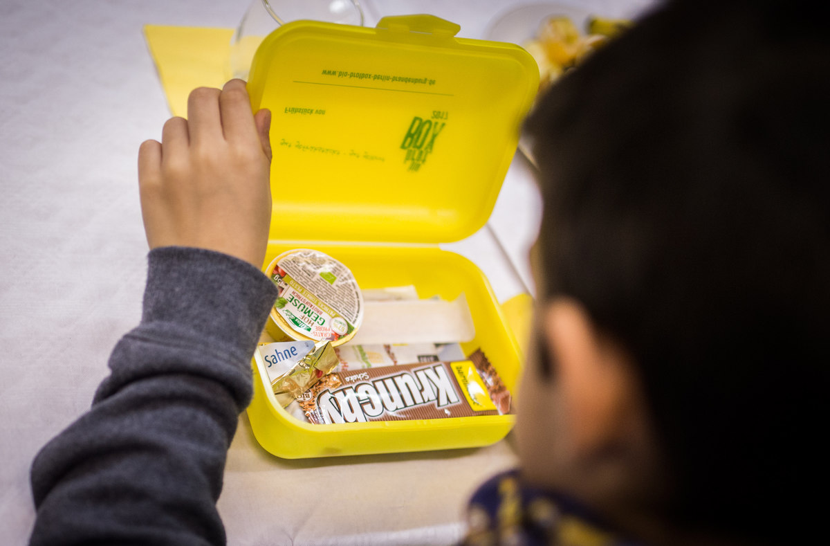 A first grader opening his lunch box at the Theodor Storm Elementary School in Berlin