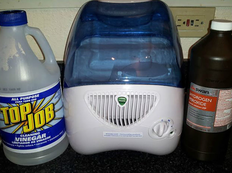 Cleaning a humidifier with vinegar and hydrogen peroxide