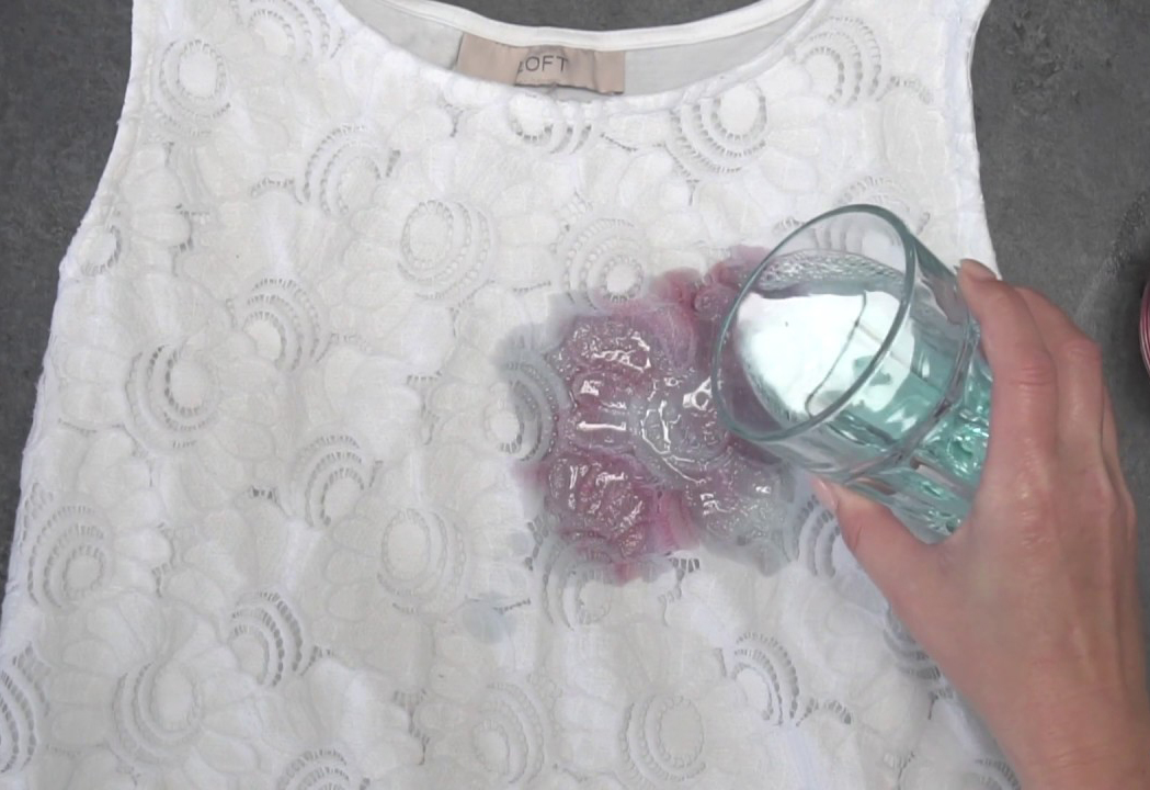 YouTuber demonstrates how to remove clothing stains with hydrogen peroxide