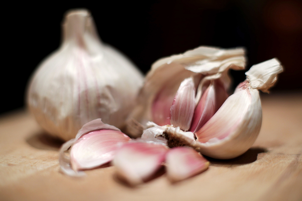 Bulbs of garlic on a chopping board