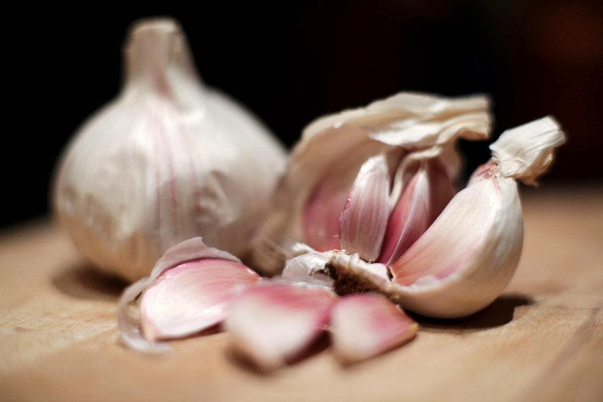 Bulbs of garlic on a chopping board