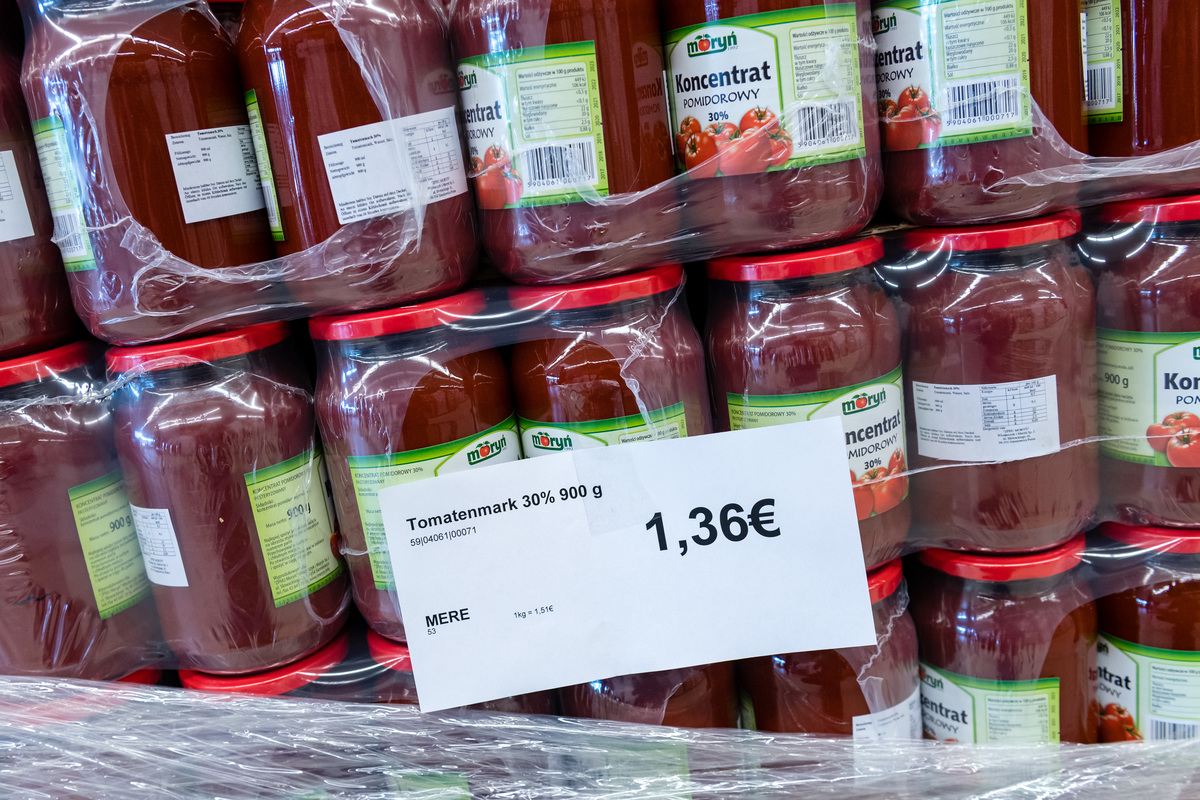Tin cans with tomato paste are packaged in plastic.