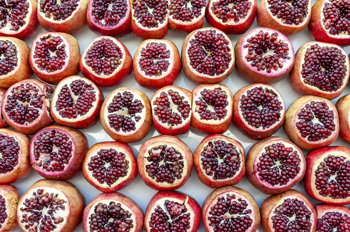 Peeled pomegranates are stacked in a line.
