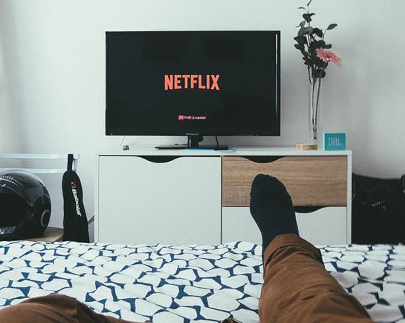 watching-Netflix-11891