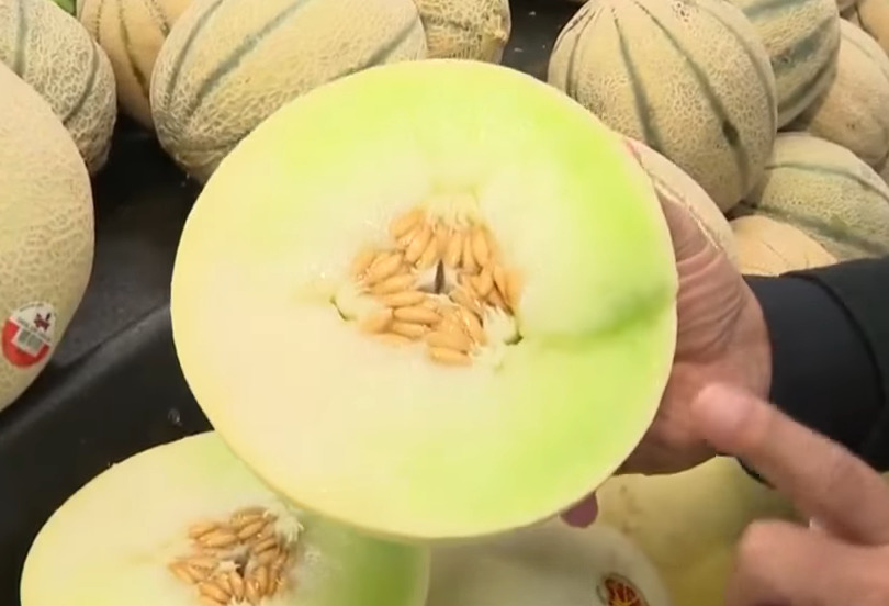 Tony of CBS points out honeydew in a grocery store.