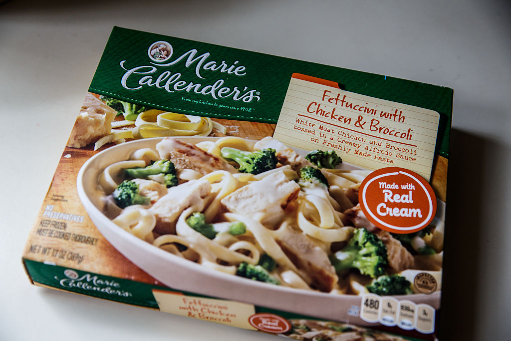 a marie callender's fettuccine with chicken and broccoli frozen meal