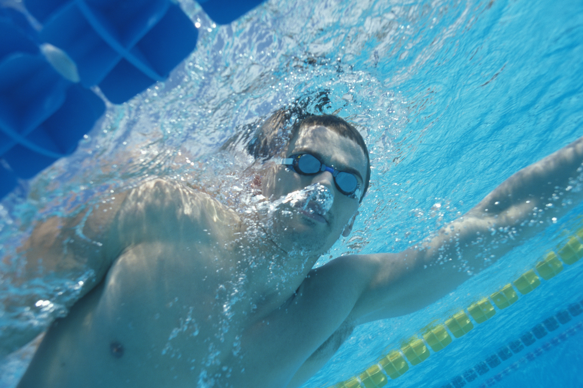 Russian athlete Aleksandr Popov swims with goggles on.