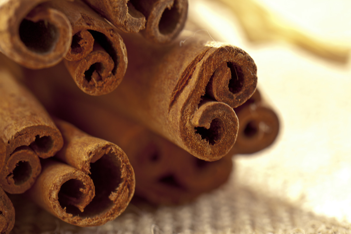 A close-up shows cinnamon sticks.