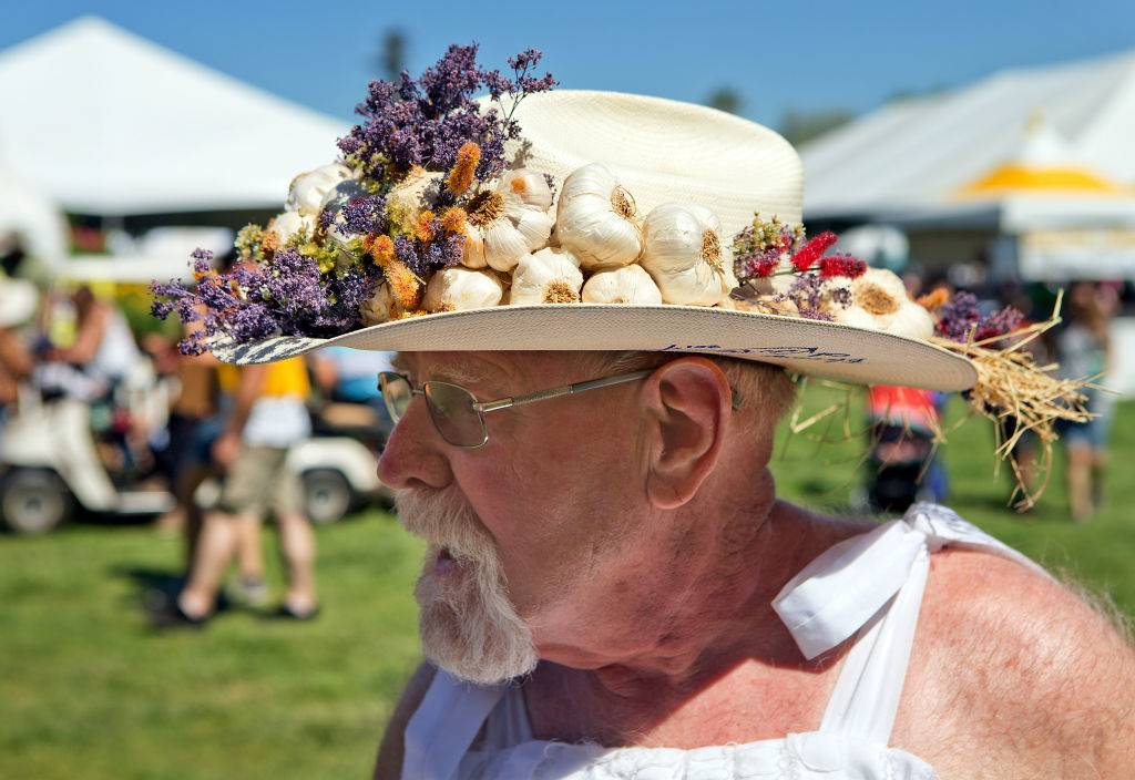 hat with garlic -1143087232