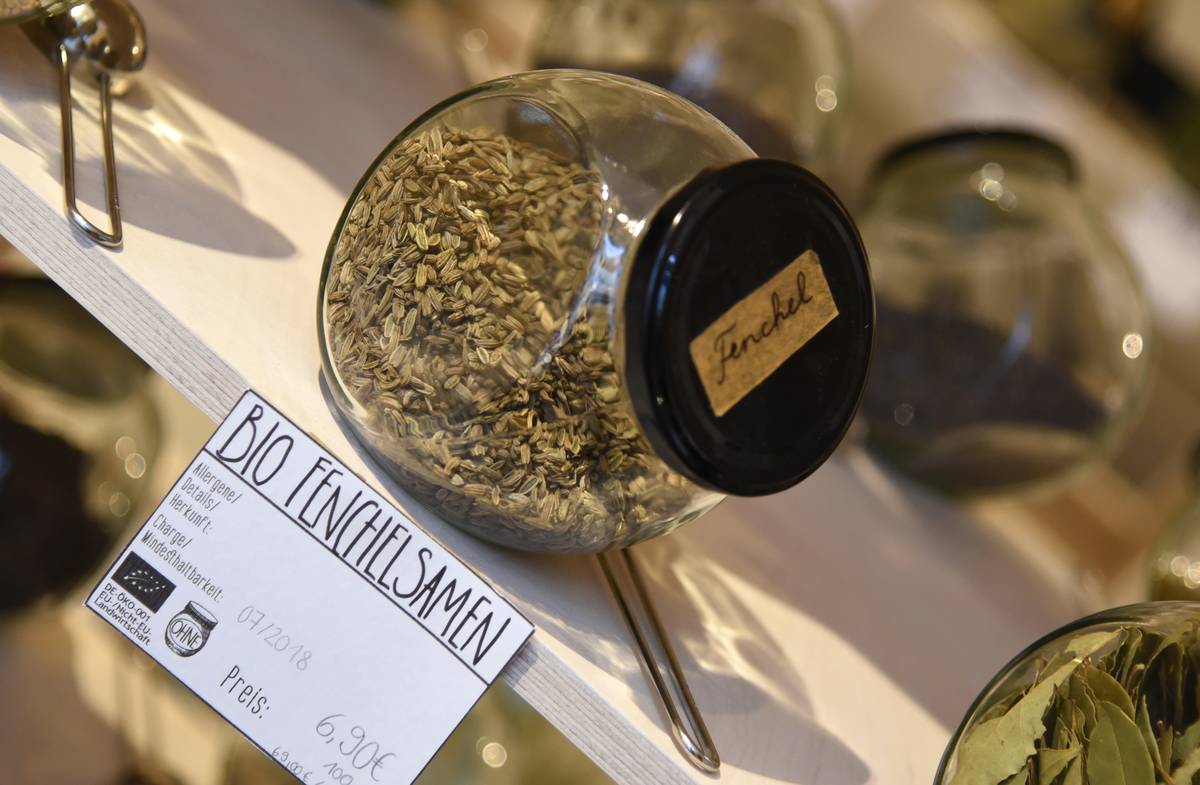 Dried fennel seeds are stored in a jar.