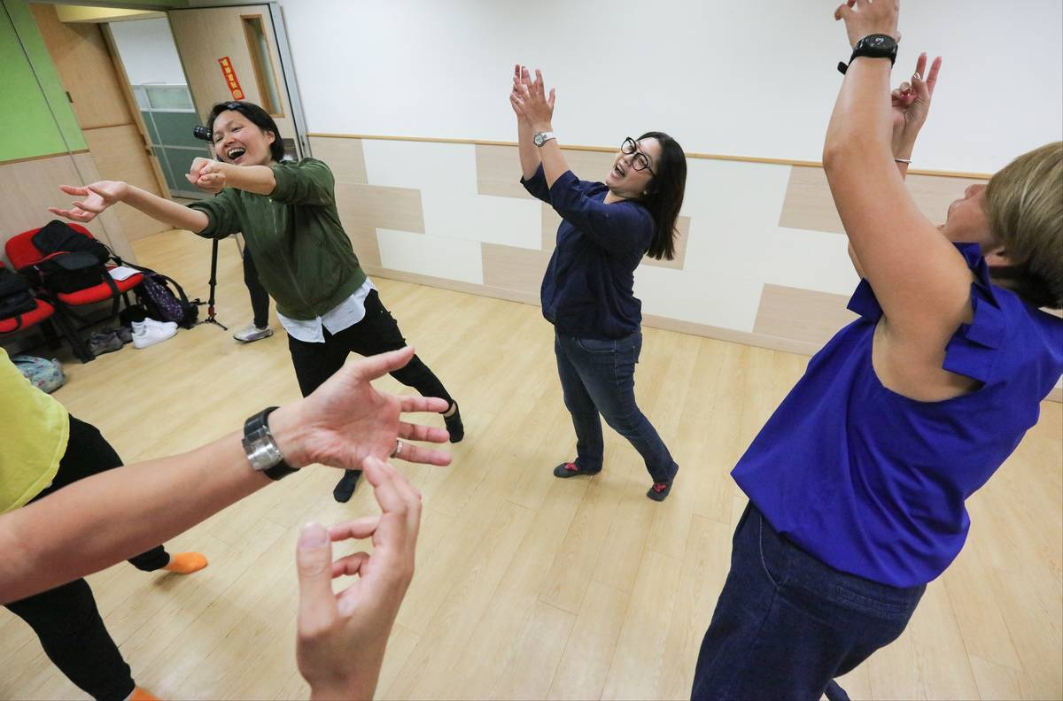 Patients perform exercises to relieve rheumatoid arthritis.