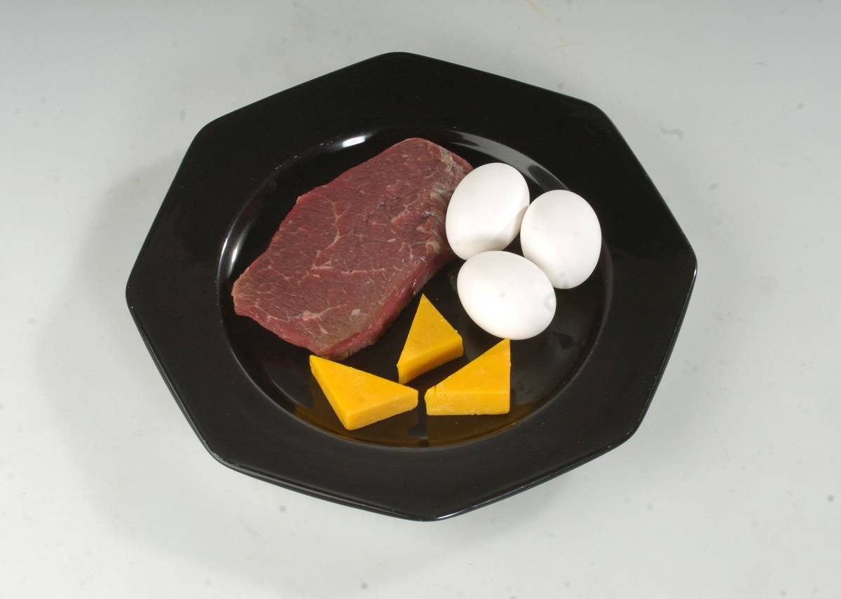 A low-carb, high-protein plate illustrates the Atkins diet.