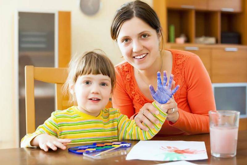 happy-mother-child-painting-paper_1398-512-33220