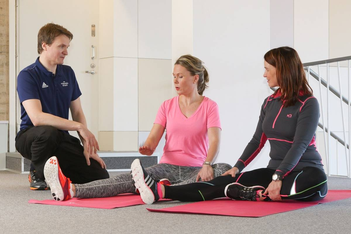 Two women attend yoga lessons together.