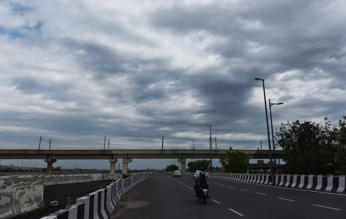 A cloudy sky hovers over a highway in India.