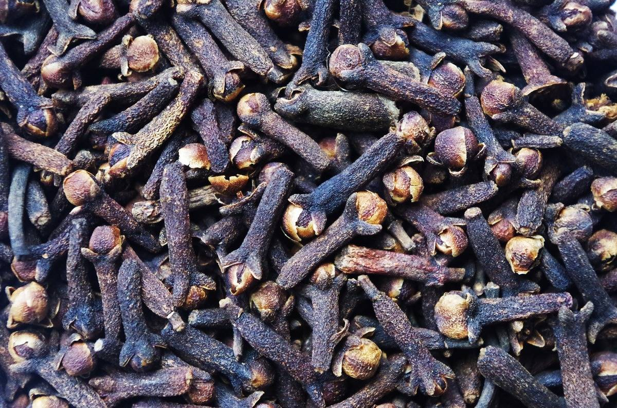 A close-up shows a pile of cloves.