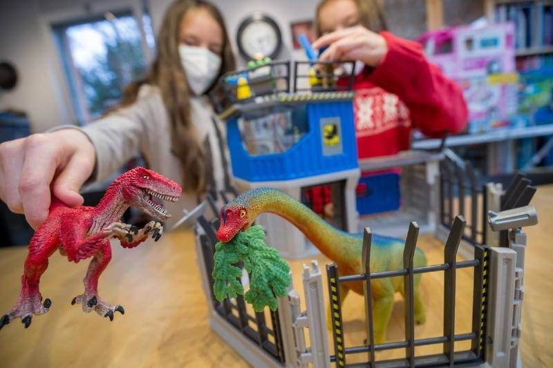 annual-pk-of-the-toy-industry.-70527