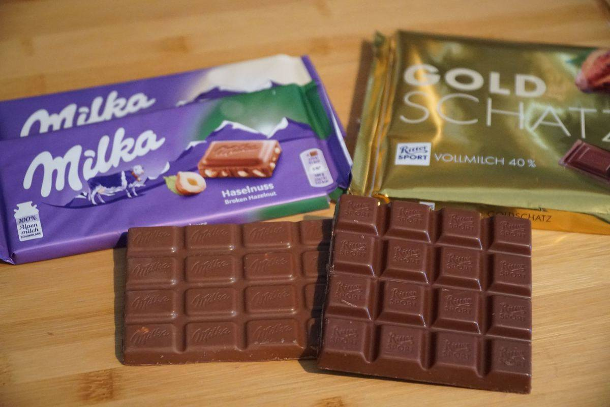 Chocolate bars from different brands lie on a table.