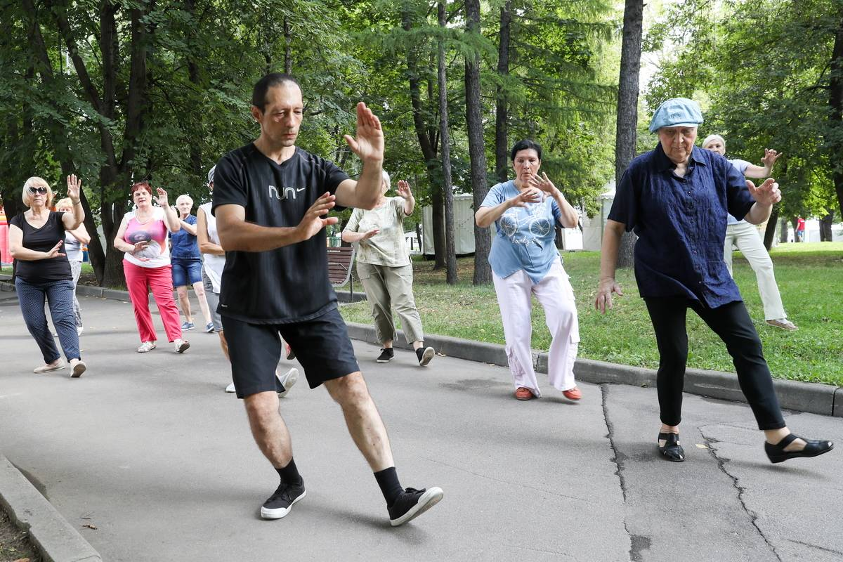 Senior citizens practicing qigong in Moscow park.