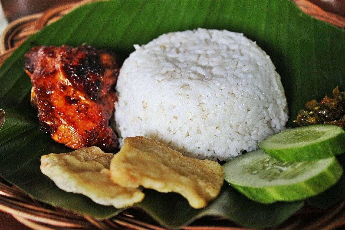 White rice is served with teriyaki chicken and tempura.