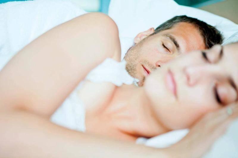 couple-sleeping-57495