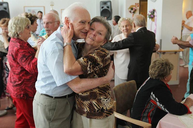 elderly couples taking a dance class