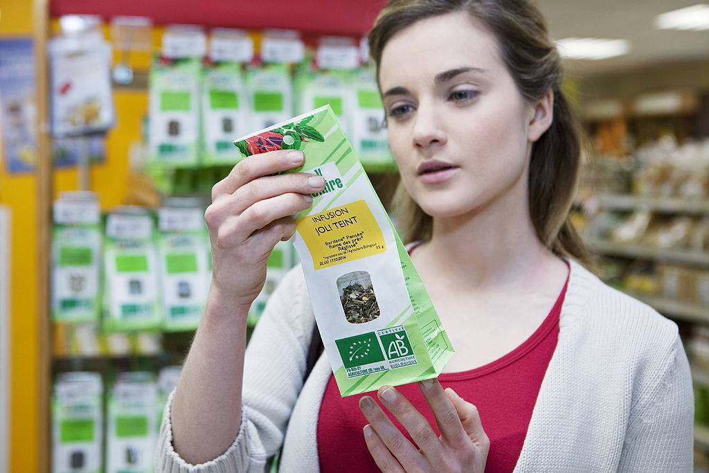 woman reading the label on some tea